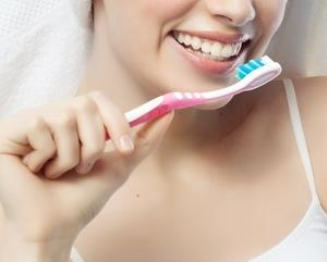 Dişlerde tam bir beyazlık sağlayabilmek mümkün mü