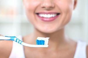 Diş Eti Çekilmesi Yaşayan Kişiler Dişlerini Nasıl Fırçalamalıdır